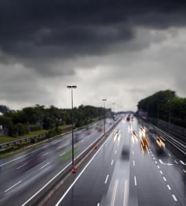 Coches-en-carretera-con-lluvia-1