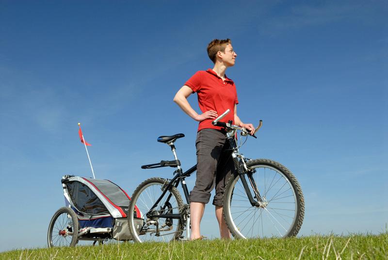 Chica-bici-remolque