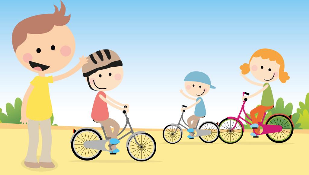 Niños con casco en la bici
