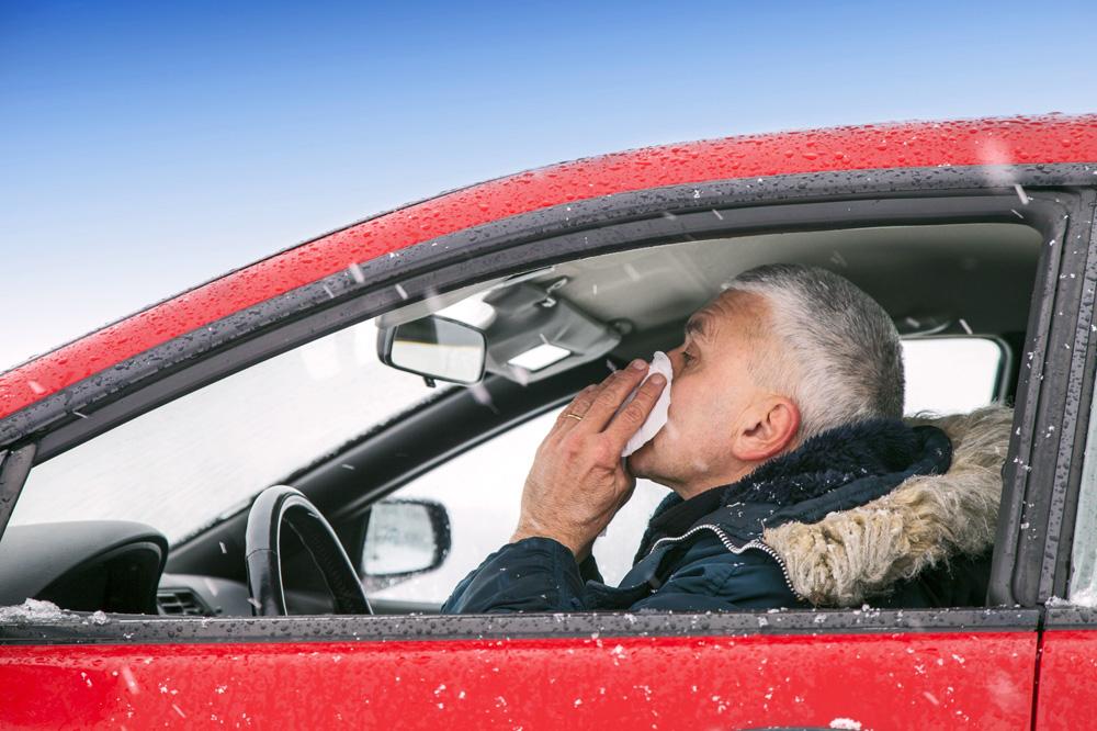 conductor-estornudando-panuelo