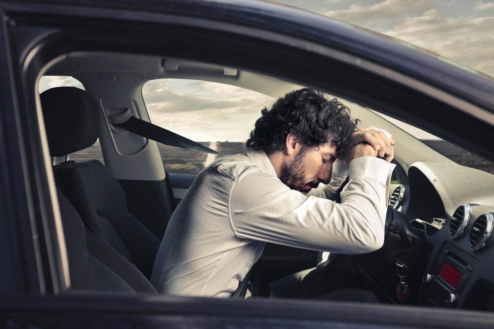 hombre dormido al volante