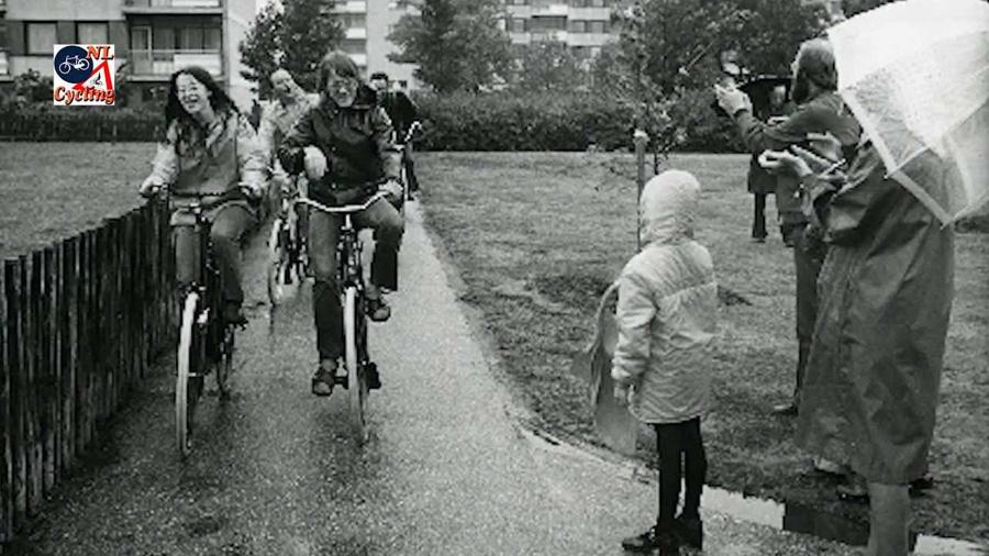 foto antigua en bici Holanda