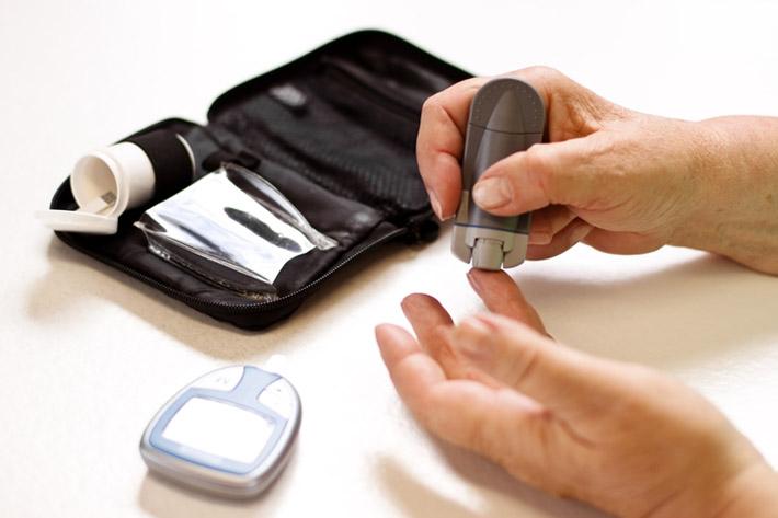 pinchazo-prueba-diabetes