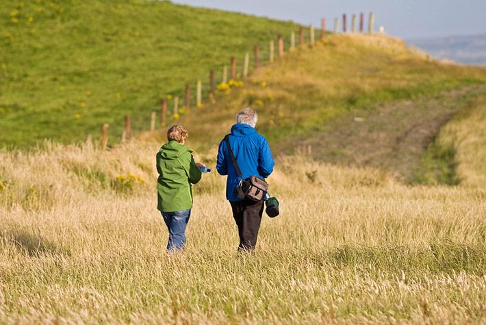 pareja-mayor-andando
