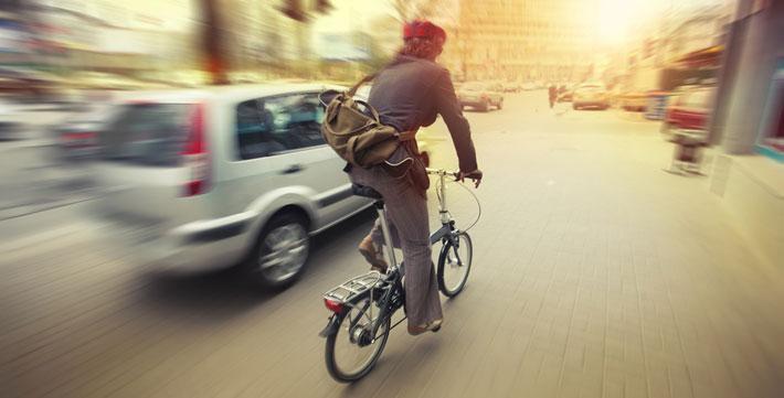 coche-adelantando-bici