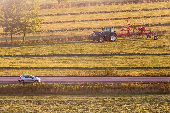 tractor carretera coche