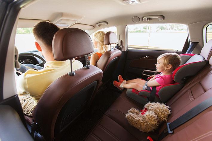 familia-en-coche