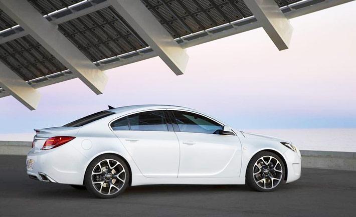 2016-Opel-Insignia-OPC-Side-View-optimizada