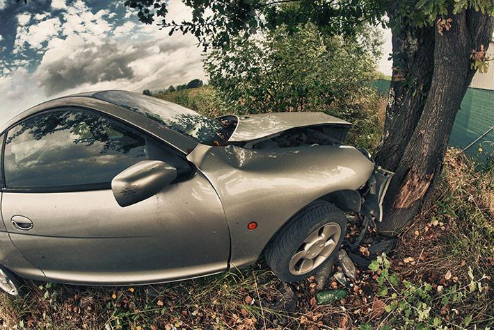 accidente-coche-contra-arbol
