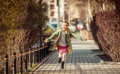 ninos-andando-colegio
