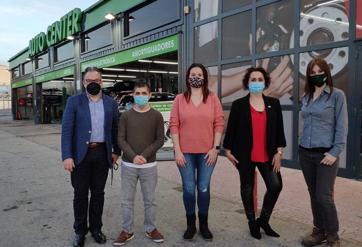 El equipo de Feu Vert Alzira dona los 500€ del premio logrado en el II Concurso de Cortometrajes de Navidad a la asociación La Nostra VEU