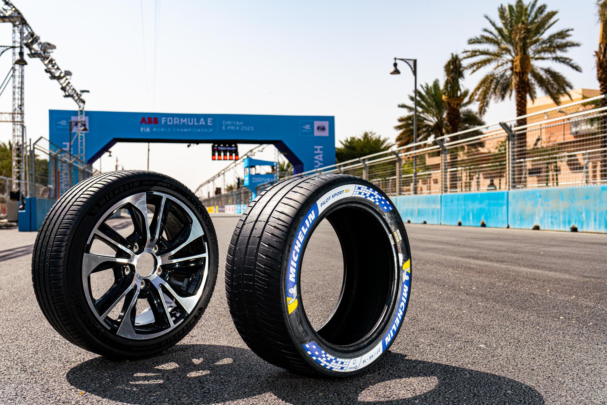 Michelin presenta su primer neumático para vehículos deportivos eléctricos