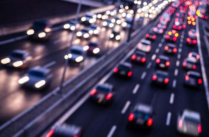 La mala iluminación de los vehículos continúa poniendo en riesgo la seguridad vial